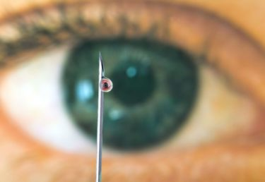 Terapia antiangiogênica intraocular